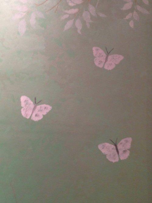 Stenciling wallpaper